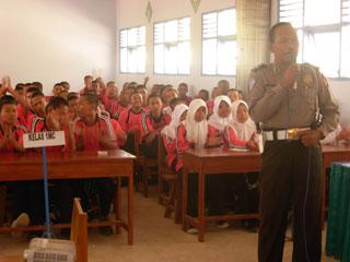 Gb.Penyuluhan kenakalan Remaja dan Narkoba dari POLRI