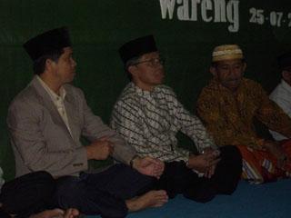 Gb.Bp Lurah ,Bp H Zamari ,Bp Bambang Sukoco ( mantan Lurah ) saling bersilaturohmi