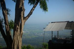 Gb.Kota Yogy akarta terlihat samar-samar dari atas Bukita Patuk