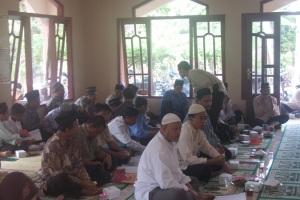 Gb.Anggota KOMPAQ mengikuti kegiatan penterjemahan Al-Qur'an