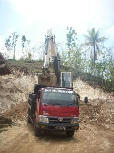 Penambangan Batu Kapur Di Gunungkidul Banyak Menimbulkan bukit Yang Gundul Pengerukan-gunung-4