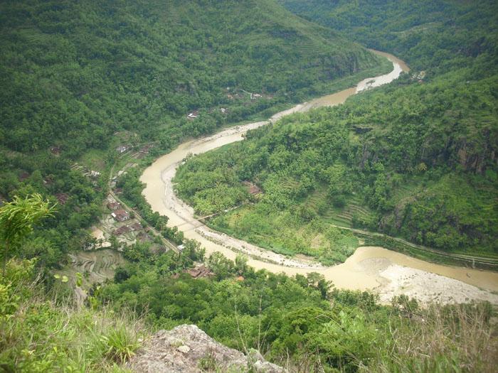 Gb.Sungai Oya yang berkelok-kelok diantara pegunungan seribu dengan