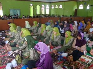 Gb.Jama'ah ibu-ibu di dalam masjid