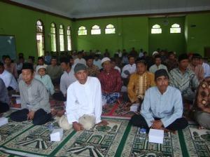 Gb.Jama'ah bapak-bapak di dalam masjid