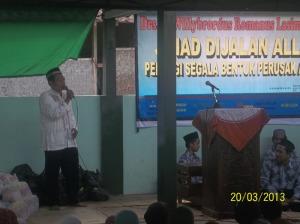 Gb.Bp Paryoto SPd pembawa acara menyampaikan susunan acara pada para jama'ah