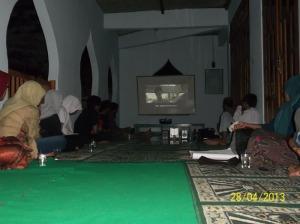 Gb Pengurs dan Anggota FKRM memikmati film yang diputar