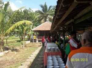Makanan dan minuman yang siap dinikmati para peserta