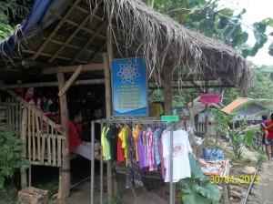 Gb. Penjual cendera mata di lokasi masuk Sri Getuk
