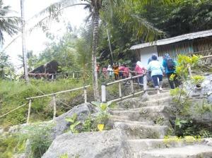 Gb. Jalan dermaga perau di sungai Oyo menuju Sri Gethuk