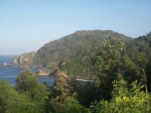 Panorama laut dilihat dari jalan sebelum masuk pantai Wediombo