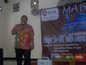 Gb. Mas Saptuari Sugiharto menyampaikan materi Wira Usaha