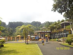 Gb. Salah satu taman di dalam lokasi wisata