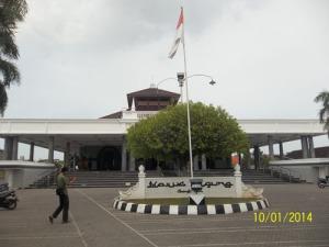 Gb. Masjid di lihat dari halaman depan