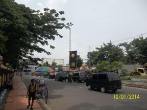 Gb. Jalan raya depan masjid Agung Bangkalan
