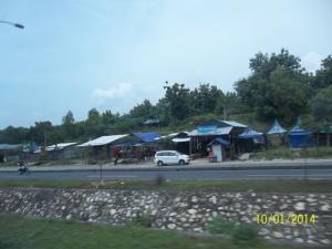 Gb. Sebagian kios -kios dekat jembatan Suramadu Bangkalan Madura