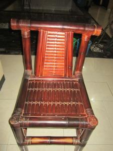 Gb. Kursi dari bambu