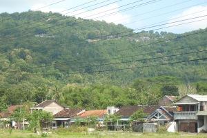 Gb. Bangunan di atas bukit Patuk yang terlihat dari Piyungan