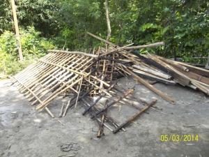 Gb. Sisa-sisa atap rumah bu Sutini