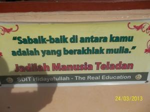 Gb. Slogan berakhlaq mulia