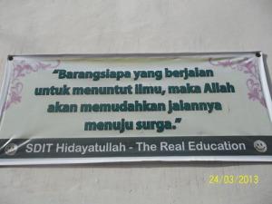 Gb. slogan menuntut ilmu