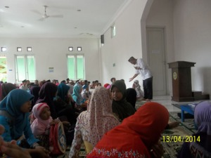 Gb Sebagian peserta TC bersama ustazd Ahsan Jihadan MA sedang mengikuti pelatihan