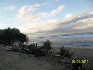 Gb. Pinggir pantai sebelah Timur