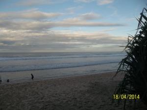 Gb. Pasir putih dibibir pantai yang sangat luas dan bersih