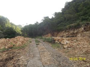 Gb. jalan rusak menuju pantai Pok Tunggal