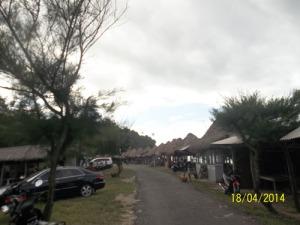 Gb. Lokasi parkir mobil yang luas