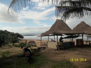 Gb. Rumah-rumah di pinggir pantai