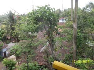 Gb. Pemukiman di sekitar pasar Jepitu terlihat dari depan masjid