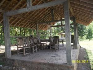 Gb. Kursi meja untuk istirahat bagi pengunjung
