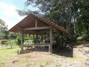 Gb Rumah tempat beristirahat menikmati telaga Kemuning