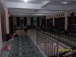 Gb. Salah satu ruangan di lantai 2 yang bisa dipakai untuk menginap bagi jama'ah atau tamu yang ingin menginap