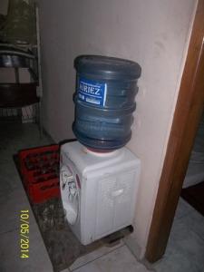 Gb. Air minum untuk jama'ah terpasang di setiap sudut