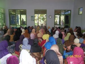 Gb. Jama'ah ibu-ibu di dalam masjid